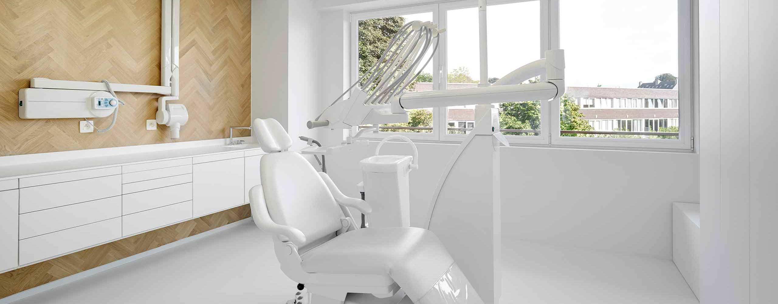 Tandlægestolen fås også som gulv unit